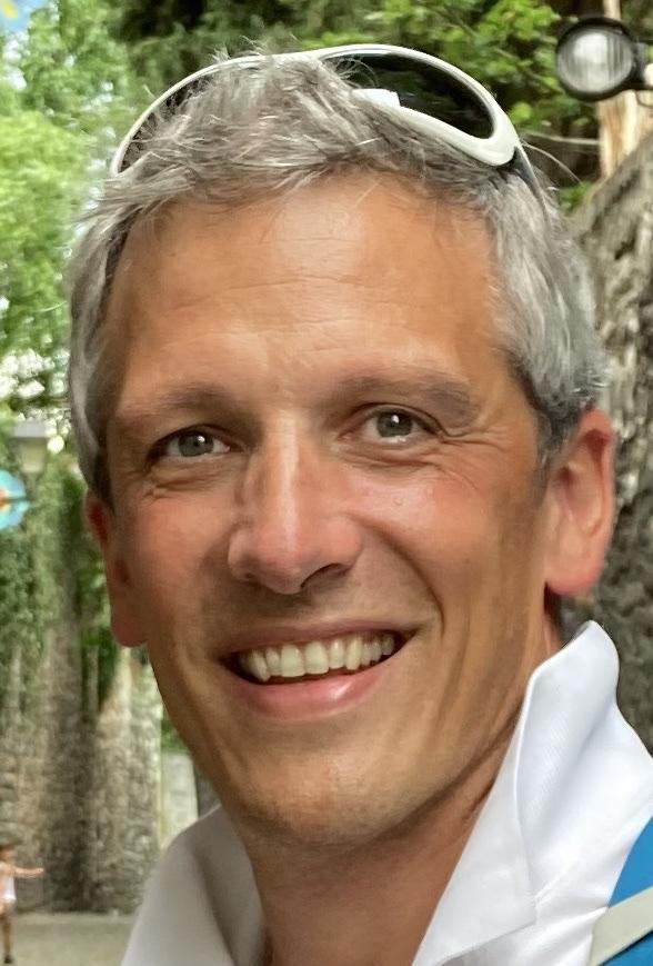 Boris Otten, Ostéopathe DO et MKDE depuis l'an 2000, est conscient aujourd'hui d'avoir un parcours ostéopathique personnel de plus de 35 ans. Ses formations, ses compétences et son expérience le place aujourd'hui dans l'évolution, le partage et la transmission.